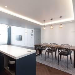 대전인테리어 신동아파밀리에 45평 아파트 탑층 인테리어: 디자인투플라이의  주방