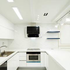 골드 컨셉, 인천 만수동 상가주택 인테리어: 디자인 아버의  주방