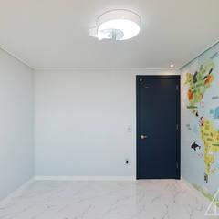 골드 컨셉, 인천 만수동 상가주택 인테리어 에클레틱 아이방 by 디자인 아버 에클레틱 (Eclectic)