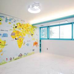 골드 컨셉, 인천 만수동 상가주택 인테리어: 디자인 아버의  아이방,