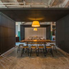 Songshan Culture and Creative Park Coffee&Souvenir Shop:  餐廳 by 亞卡默設計有限公司