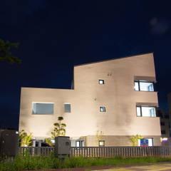 삼지붕집: 하우스플래너의  주택