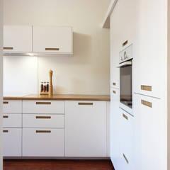 Maison BORDEAUX Chartrons: Cuisine intégrée de style  par FABRIQUE D'ESPACE