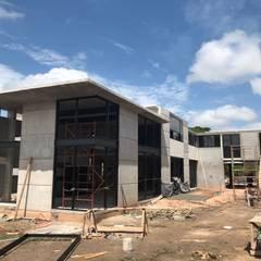 Vista desde Patio: Casas unifamiliares de estilo  por Paola Calzada Arquitectos