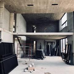 Sala de estar: Salas de estilo  por Paola Calzada Arquitectos