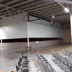 Gym PV: Gimnasios de estilo moderno por Constru-Acción