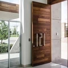 : Espacios comerciales de estilo  por Premium commercial remodeling, Moderno Madera Acabado en madera