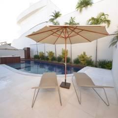 Piscina: Piscinas minimalistas por Andréa Generoso - Arquitetura e Construção