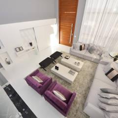 غرفة المعيشة تنفيذ Andréa Generoso - Arquitetura e Construção