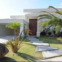 Vườn by Andréa Generoso - Arquitetura e Construção