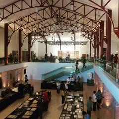 Projeto novo espaço de exposição Centro Cultural Liceu de Artes e Ofícios de SP.: Pavimentos  por Ana Farias Home Decor & Family Care