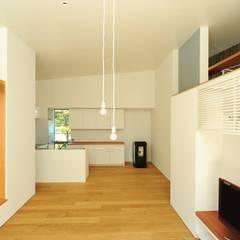 sakuramori house: Takeru Shoji Architects.Co.,Ltdが手掛けたキッチンです。,
