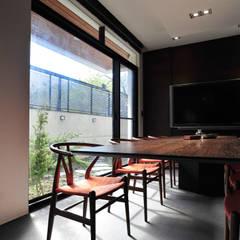建築設計+室內設計 白居29 HW House:  書房/辦公室 by 黃耀德建築師事務所  Adermark Design Studio