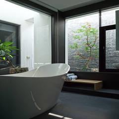 建築設計 白居 LH House:  浴室 by 黃耀德建築師事務所  Adermark Design Studio