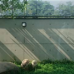 建築設計+室內設計 白居29 HW House:  庭院 by 黃耀德建築師事務所  Adermark Design Studio