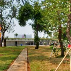 Stadi in stile  di PT. Kampung Flora Cipta