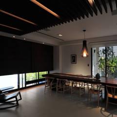 Study/office by 黃耀德建築師事務所  Adermark Design Studio