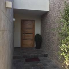 Puertas de madera de estilo  por Arqsol