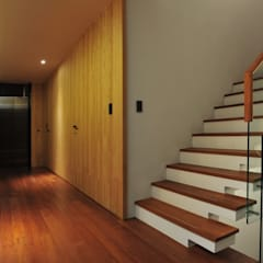 Hành lang by 黃耀德建築師事務所  Adermark Design Studio
