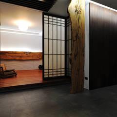 Deuren door 黃耀德建築師事務所  Adermark Design Studio