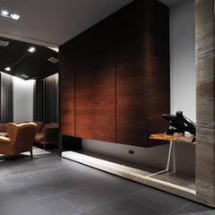 廊道:  走廊 & 玄關 by 黃耀德建築師事務所  Adermark Design Studio