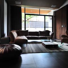 視聽室:  視聽室 by 黃耀德建築師事務所  Adermark Design Studio