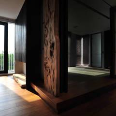 枯枝和室:  走廊 & 玄關 by 黃耀德建築師事務所  Adermark Design Studio