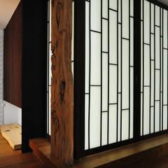 Pintu by 黃耀德建築師事務所  Adermark Design Studio