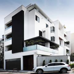 建築物西北向立面:  房子 by 黃耀德建築師事務所  Adermark Design Studio