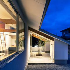 西の宮・HOUSE・D: 吉田裕一建築設計事務所が手掛けた庭です。