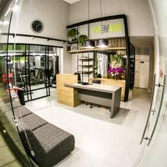 Commercial Spaces توسطEscritorio de Arquitetura Karina Garcia, مدرن