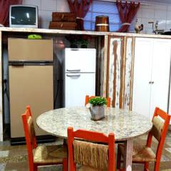Escritorio de Arquitetura Karina Garciaが手掛けたキッチン収納,