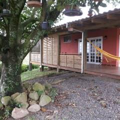 Fachada: Casas do campo e fazendas  por Escritorio de Arquitetura Karina Garcia