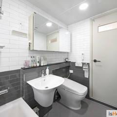신혼집 꾸미기 30평 김포아파트 인테리어: 이즈홈의  욕실