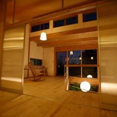 子供室より書斎をみる: 株式会社高野設計工房が手掛けた書斎です。