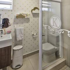Spegash Interiors Eclectic style bathroom