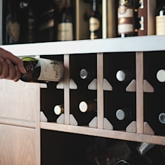 Custom Wine Cellar:  Ruang Penyimpanan Wine by FIANO INTERIOR