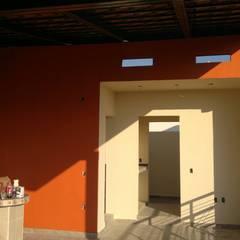 terraza: Terrazas de estilo  por arkiteck