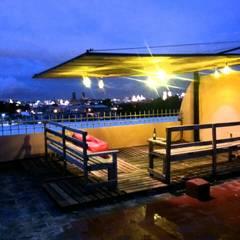 terraza terminada: Terrazas de estilo  por arkiteck