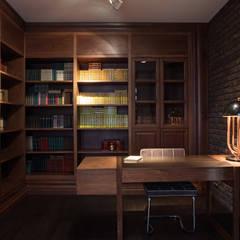 Элитный дом в Ростовской области: Рабочие кабинеты в . Автор – Архитектурная студия Чадо