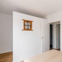 Reforma de vivienda en Sevilla: Vestidores de estilo  de Ares Arquitectura Interiorismo