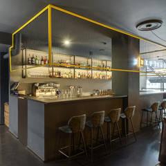 Зал с обычным баром - дизайн кальянной: Бары и клубы в . Автор – Art-i-Chok