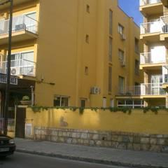 Estado inicial: Hoteles de estilo  de Diego Cuttone - Arquitecto