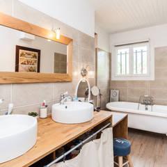 classic Bathroom by La Maison Des Travaux du Muretain