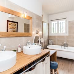 Baños de estilo  por La Maison Des Travaux du Muretain