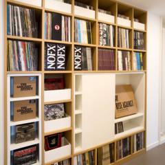 Living: Ingresso & Corridoio in stile  di Blocco 8 Architettura