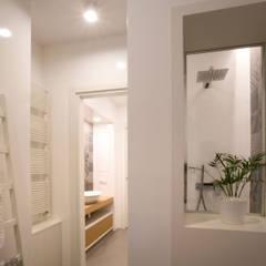 Bathroom: Bagno in stile  di Blocco 8 Architettura