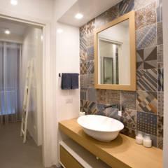 ห้องน้ำ by Blocco 8 Architettura