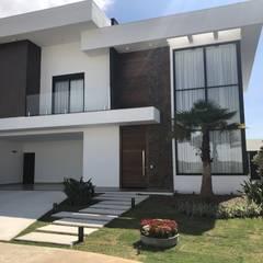 Fachada Residencial Moderna: Casas  por Andréa Generoso - Arquitetura e Construção
