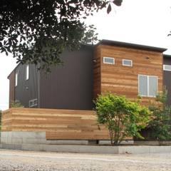 外観 北側: 株式会社高野設計工房が手掛けた木造住宅です。